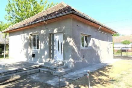 Eladó családi ház Lakitelek, 2 szobás