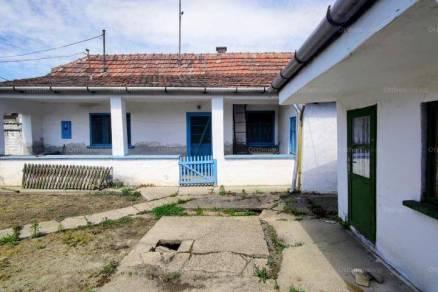 Bajai eladó családi ház, 1 szobás, 41 négyzetméteres