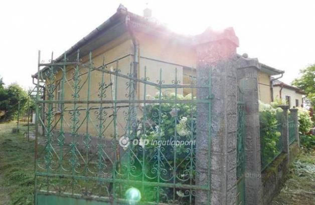Nagykökényes eladó családi ház
