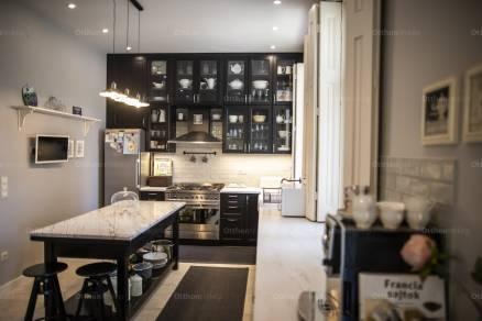Vác 7+1 szobás családi ház eladó a Szent Flórián utcában