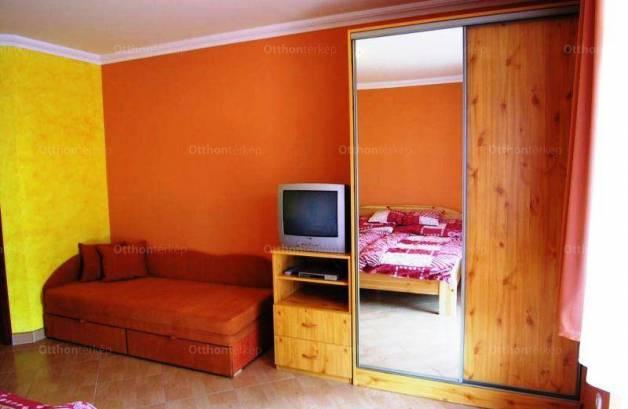 Cserkeszőlői nyaraló eladó, 530 négyzetméteres, 10 szobás