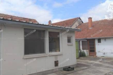 Eladó családi ház Kiskunfélegyháza, Szentesi út, 2 szobás