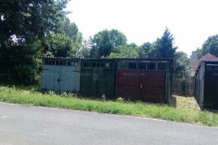 Tatai garázs eladó, 13 négyzetméteres