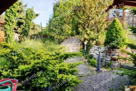 Szentendrei családi ház eladó, 100 négyzetméteres, 2 szobás