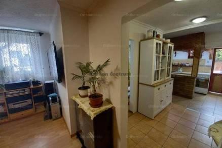 Eladó, Baja, 2 szobás