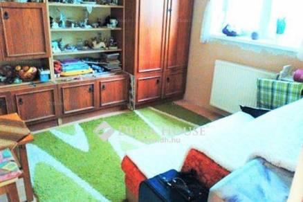 Pécs családi ház eladó, 3+2 szobás