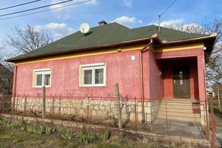 Poroszlói eladó családi ház, 6+1 szobás