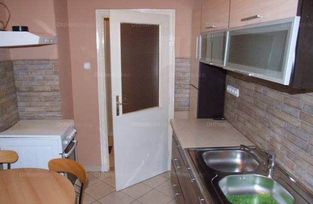 Gyula 2+1 szobás lakás kiadó a Béke sugárúton
