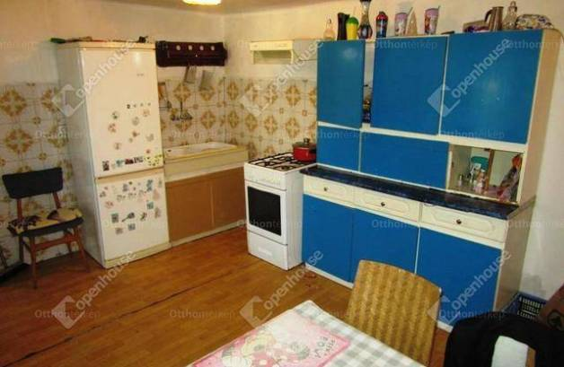 Eladó családi ház Bicske, 3 szobás