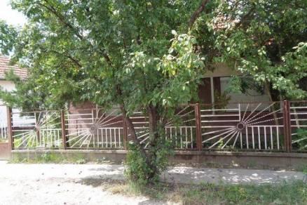 Családi ház eladó Békés, 95 négyzetméteres