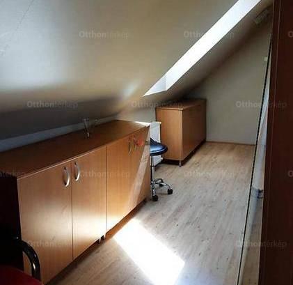 Váci eladó lakás, 3 szobás, 120 négyzetméteres
