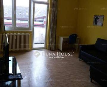 Pécsi eladó lakás, 2 szobás