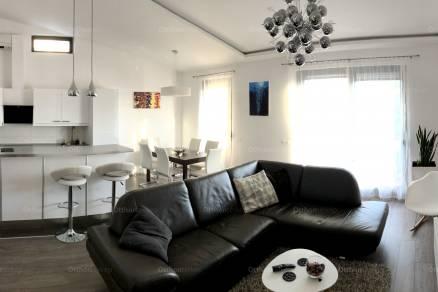 Eladó lakás Vác a Lovarda téren 12-ben, 3 szobás