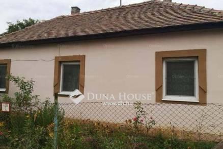 Pécsi eladó családi ház, 2 szobás
