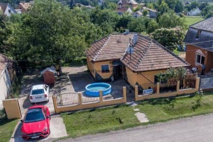 Eladó családi ház Ercsi, 2 szobás