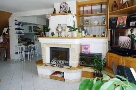 Lipót 2+3 szobás családi ház eladó