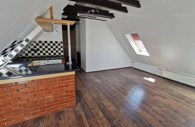 Kecskeméti eladó lakás, 2+1 szobás, 65 négyzetméteres