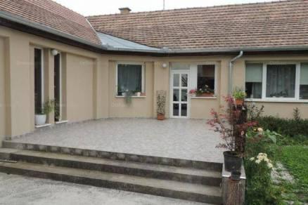 Eladó, Szigetvár, 5 szobás