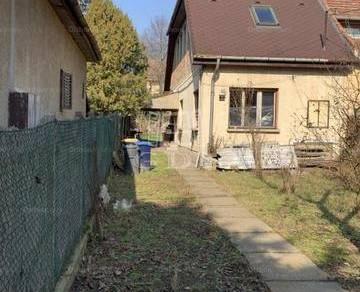 Eladó családi ház Budapest, 3+1 szobás
