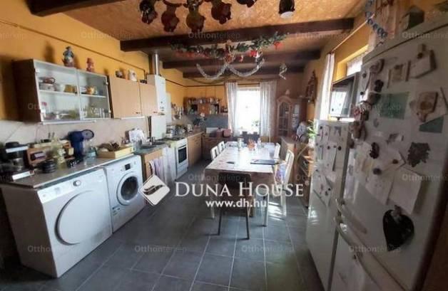 Erdőkertes családi ház eladó, 3 szobás