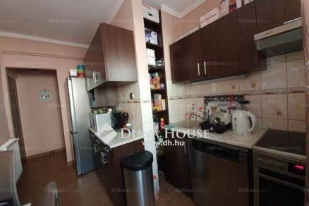 Veszprémi eladó lakás, 2+1 szobás