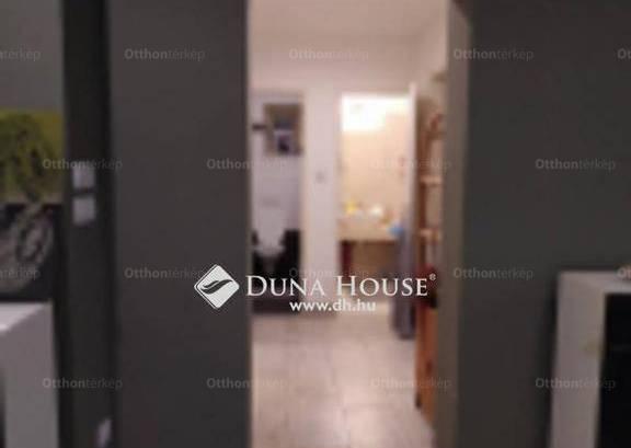 Üllő családi ház eladó, Templom tér, 2 szobás