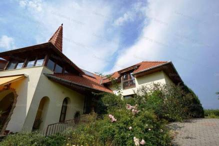 Eladó családi ház, Balatonvilágos, 6+1 szobás