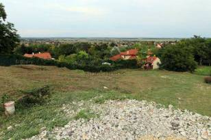 Eladó telek Győrújbarát
