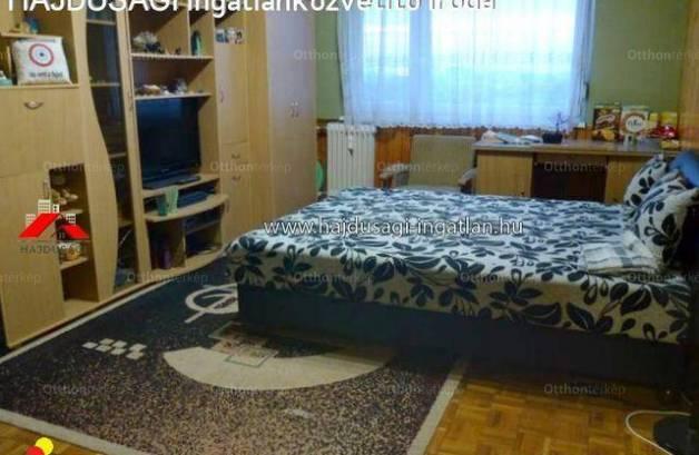 Eladó 3 szobás lakás Debrecen a Karácsony György utcában