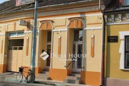 Eladó lakás Baja a Munkácsy Mihály utcában, 3 szobás