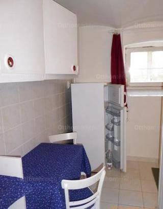 Pécsi lakás kiadó, 35 négyzetméteres, 1+1 szobás