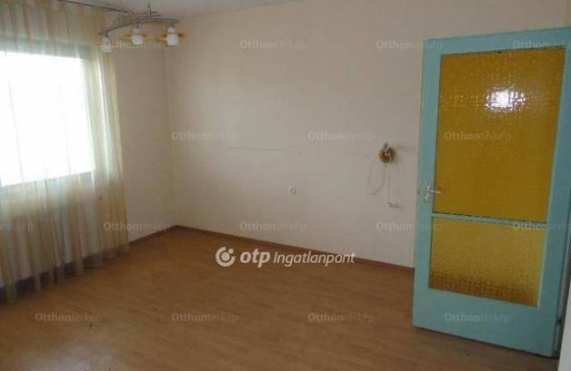 Karancslapujtői eladó ikerház, 4 szobás, a Petőfi úton