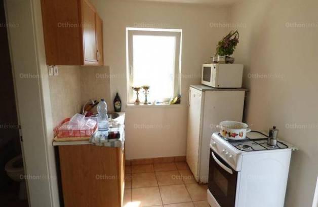 Családi ház eladó Debrecen, a Vámospércsi úton, 30 négyzetméteres