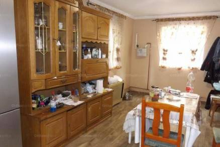 Eladó családi ház Makó a Justh Gyula utcában, 2+1 szobás