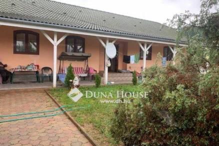 Komló 2 szobás családi ház eladó