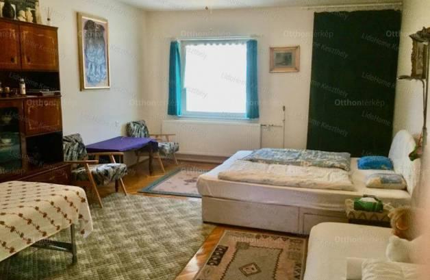 Hévízi családi ház eladó, 267 négyzetméteres, 9 szobás