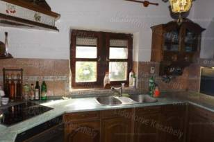 Balatonszentgyörgyi eladó családi ház, 3+1 szobás, 140 négyzetméteres