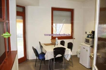 Nyíregyházai családi ház eladó, 130 négyzetméteres, 5 szobás