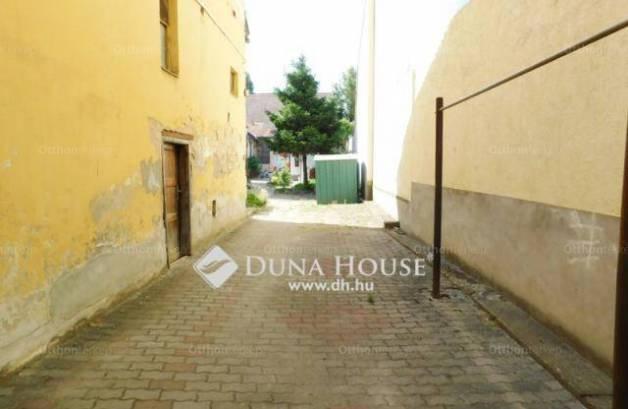 Debrecen eladó házrész