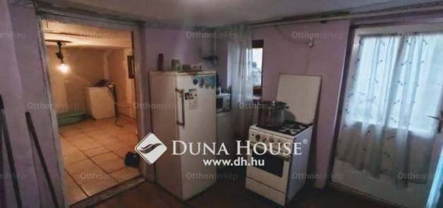 Hajdúböszörményi eladó családi ház, 1 szobás, a Stromfeld Aurél utcában