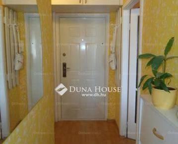 Székesfehérvár 1+1 szobás lakás eladó a Széchenyi utcában