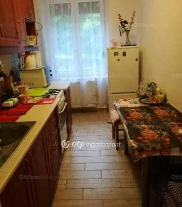 Komló lakás eladó, 2 szobás