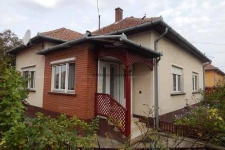 Eladó családi ház, Tiszakécske, 3 szobás
