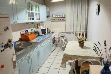 Komáromi eladó lakás, 2 szobás, 55 négyzetméteres