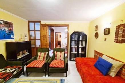 Kiadó családi ház, Remeteszőlős, 2 szobás