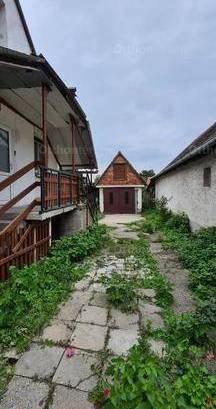 Mosonmagyaróvári eladó ikerház, 4 szobás, 98 négyzetméteres