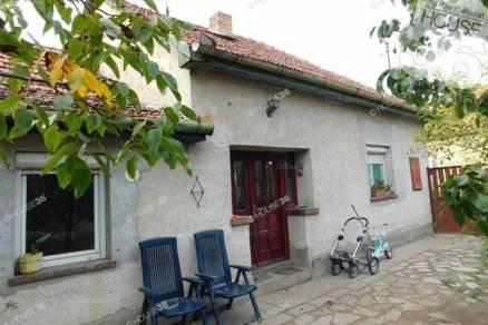 Kiskunfélegyházai családi ház eladó a Templomhalom utcában, 116 négyzetméteres