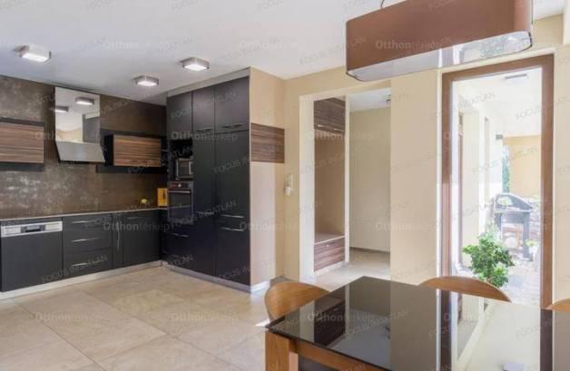 Eladó családi ház, Kecskemét, 5 szobás