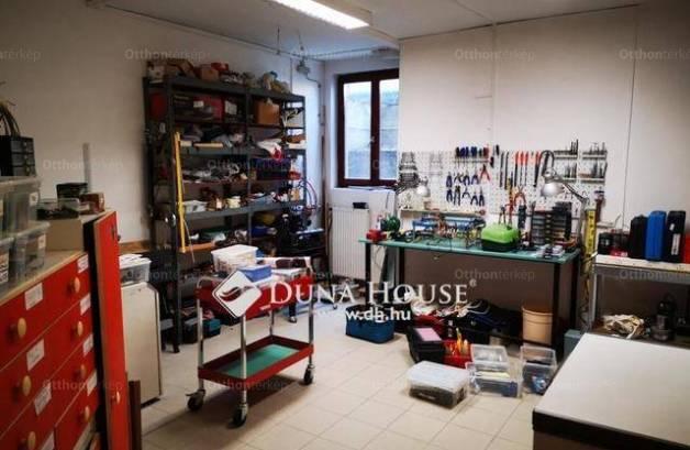 Szigetszentmiklósi eladó családi ház, 7+1 szobás, 354 négyzetméteres