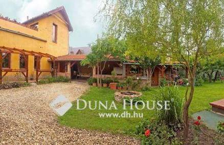 Családi ház eladó Budapest, 338 négyzetméteres